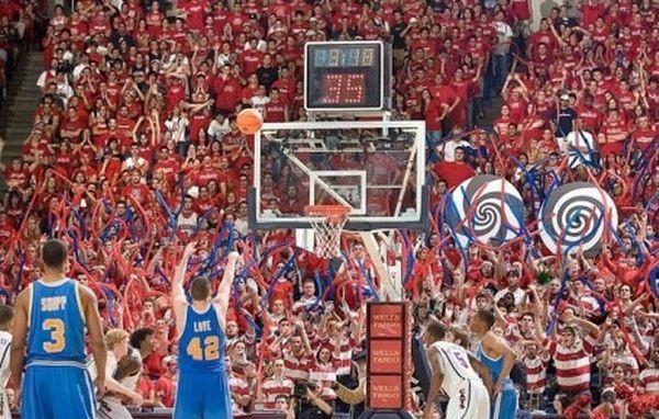 Как фанаты отвлекают баскетболистов