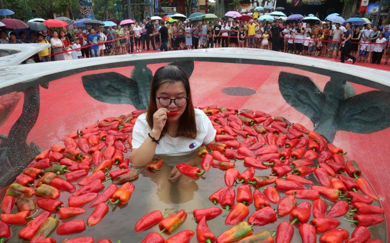 Соревнования по поеданию острого перца в Китае