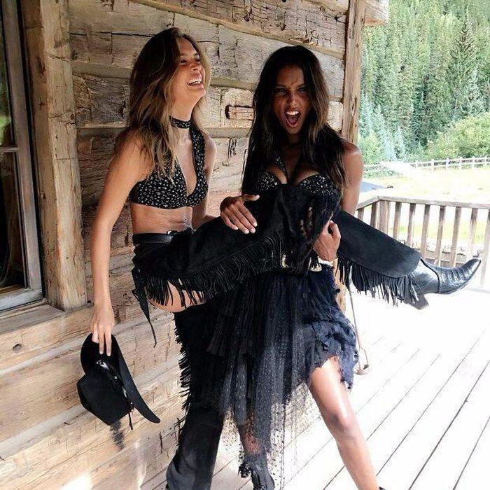 Модели в ковбойской фотосессии Victoria's Secret