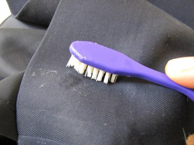 Польза старых зубных щеток в быту
