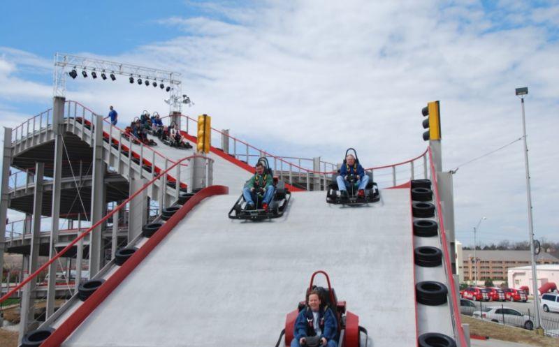 Трасса в стиле Mario Kart рядом с Ниагарским водопадом