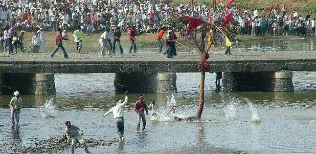 Фестиваль бросания камнями ожидаемо ознаменовался сотнями пострадавших