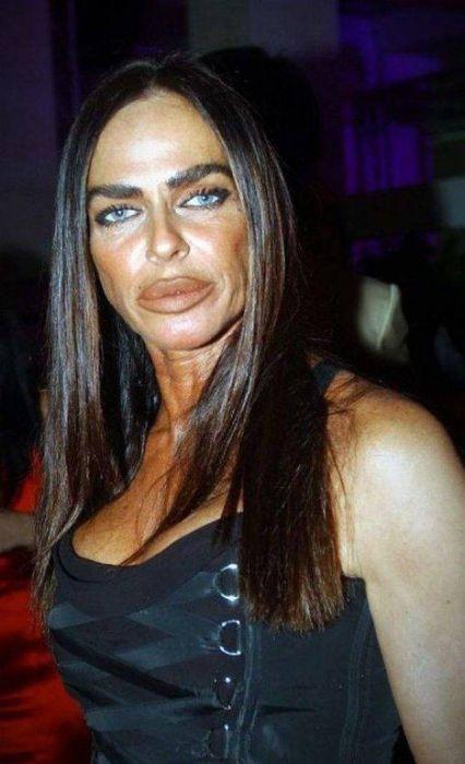 Страшно красивые девушки перебрали с силиконом