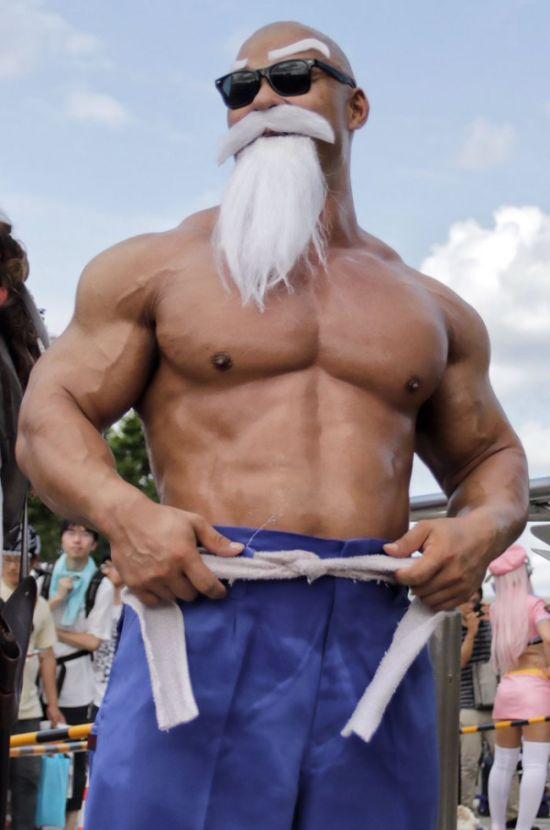 Косплей на мастера Роши из манги Жемчуг дракона