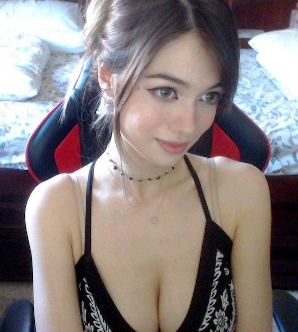 Очаровательная косплеерша Qilin