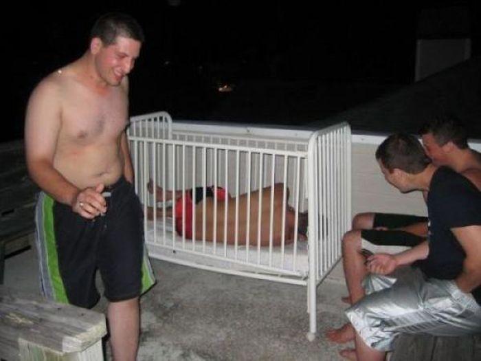Они заснули во время вечеринок