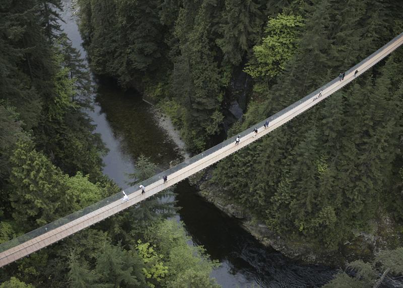 10 подвесных мостов, которые пугают многих туристов
