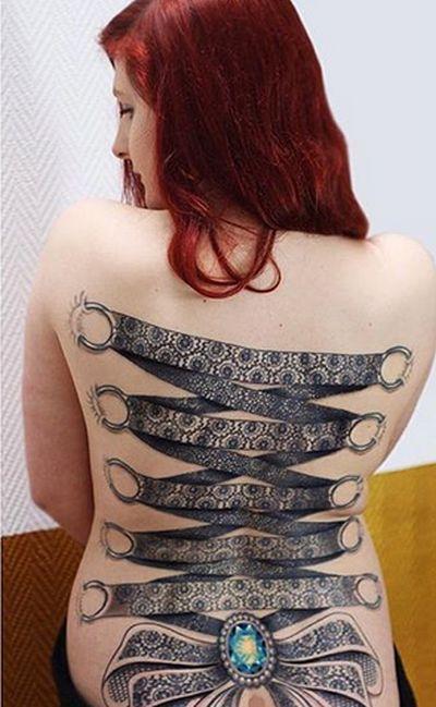 Татуировки в виде корсета