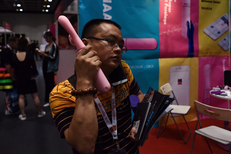 На выставке для взрослых в Гонконге