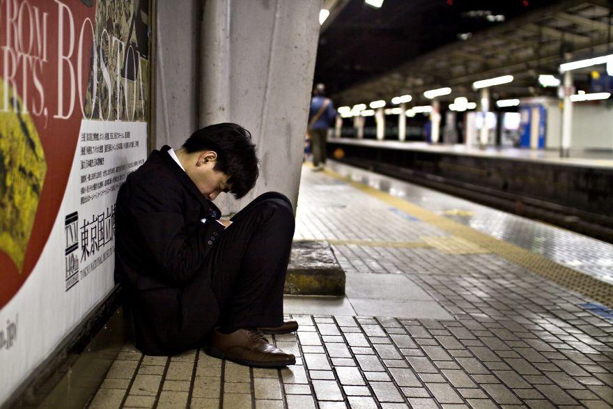 Трагикомичная жизнь японского офисного планктона