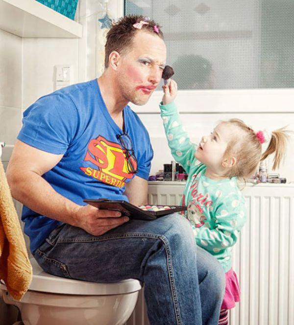 Когда дочери берутся наряжать своих отцов