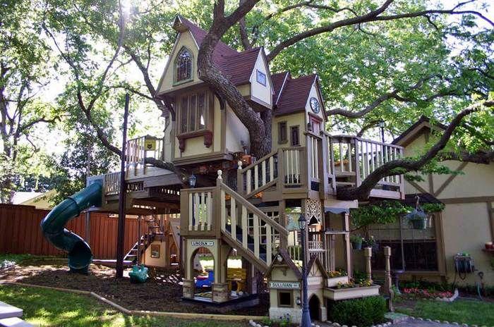 Необычный домик на дереве для внуков