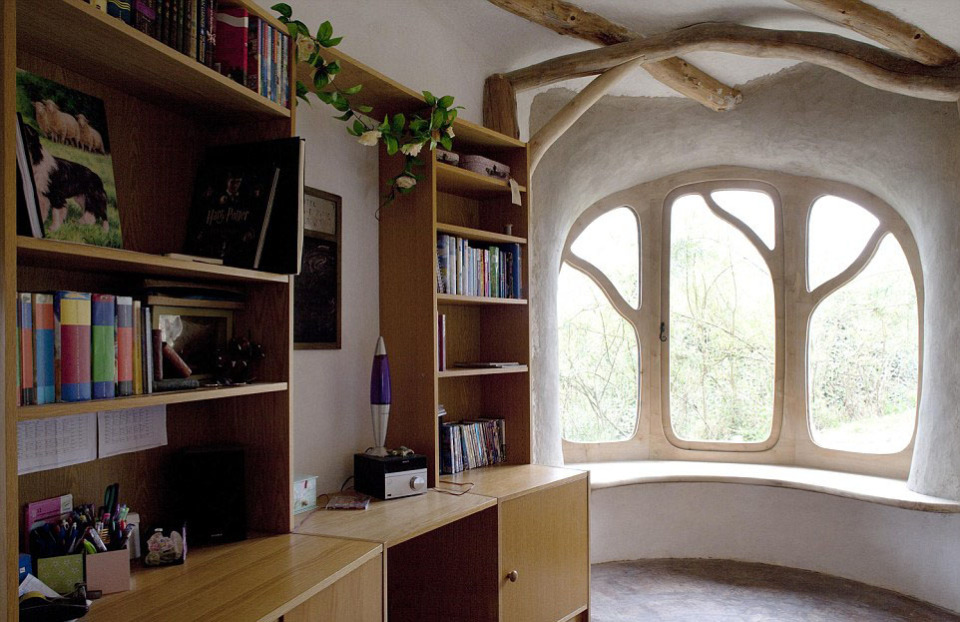 Семейная пара построила дом за небольшие деньги