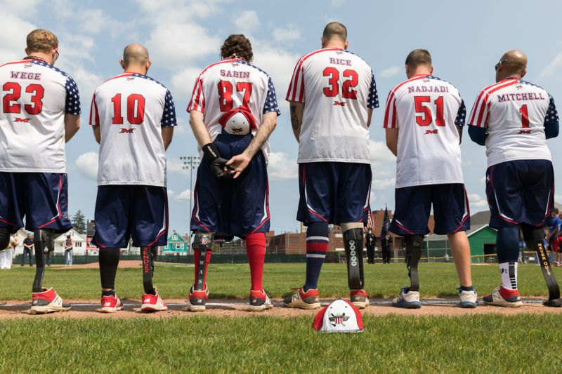 Софтбольная команда из ветеранов с ампутированными конечностями