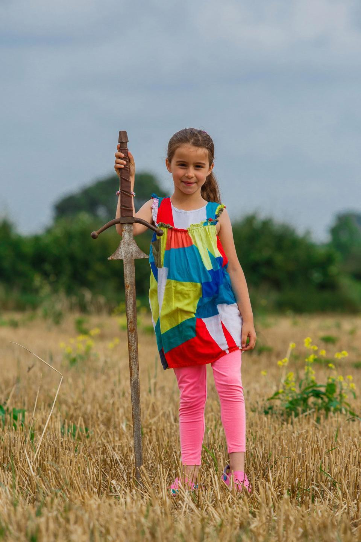 Девочка нашла меч в озере, где король Артур утопил Экскалибур