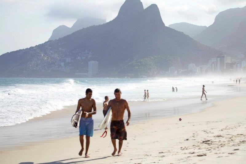 Дерек Рабело - слепой серфер из Бразилии