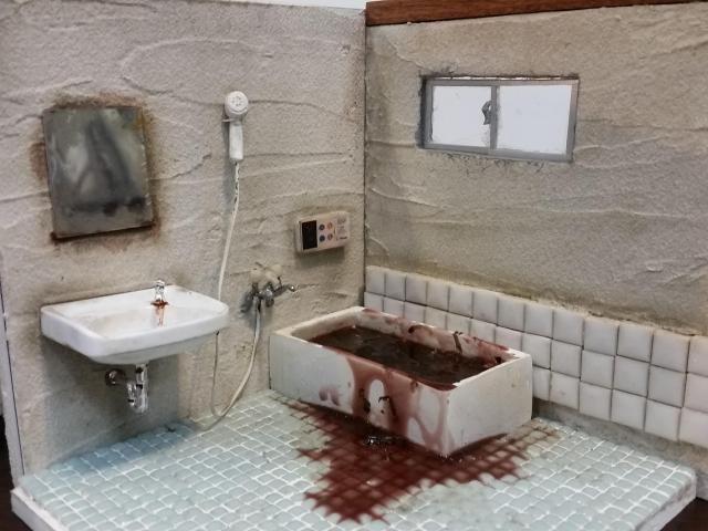 Уборщица создает миниатюры комнат, где были найдены покойники
