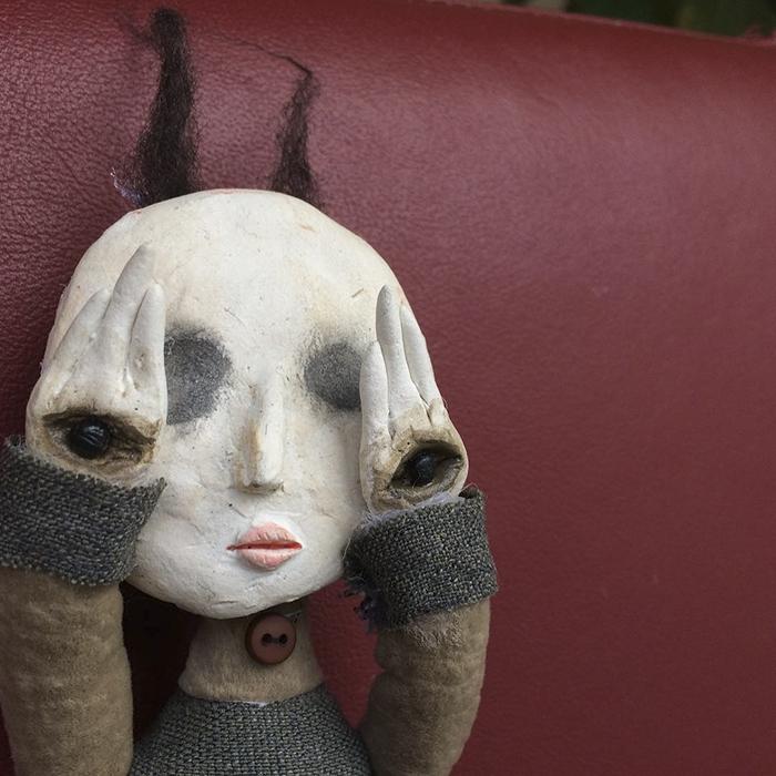 12-летний мальчик делает жутких кукол из материалов, которые находит на улице
