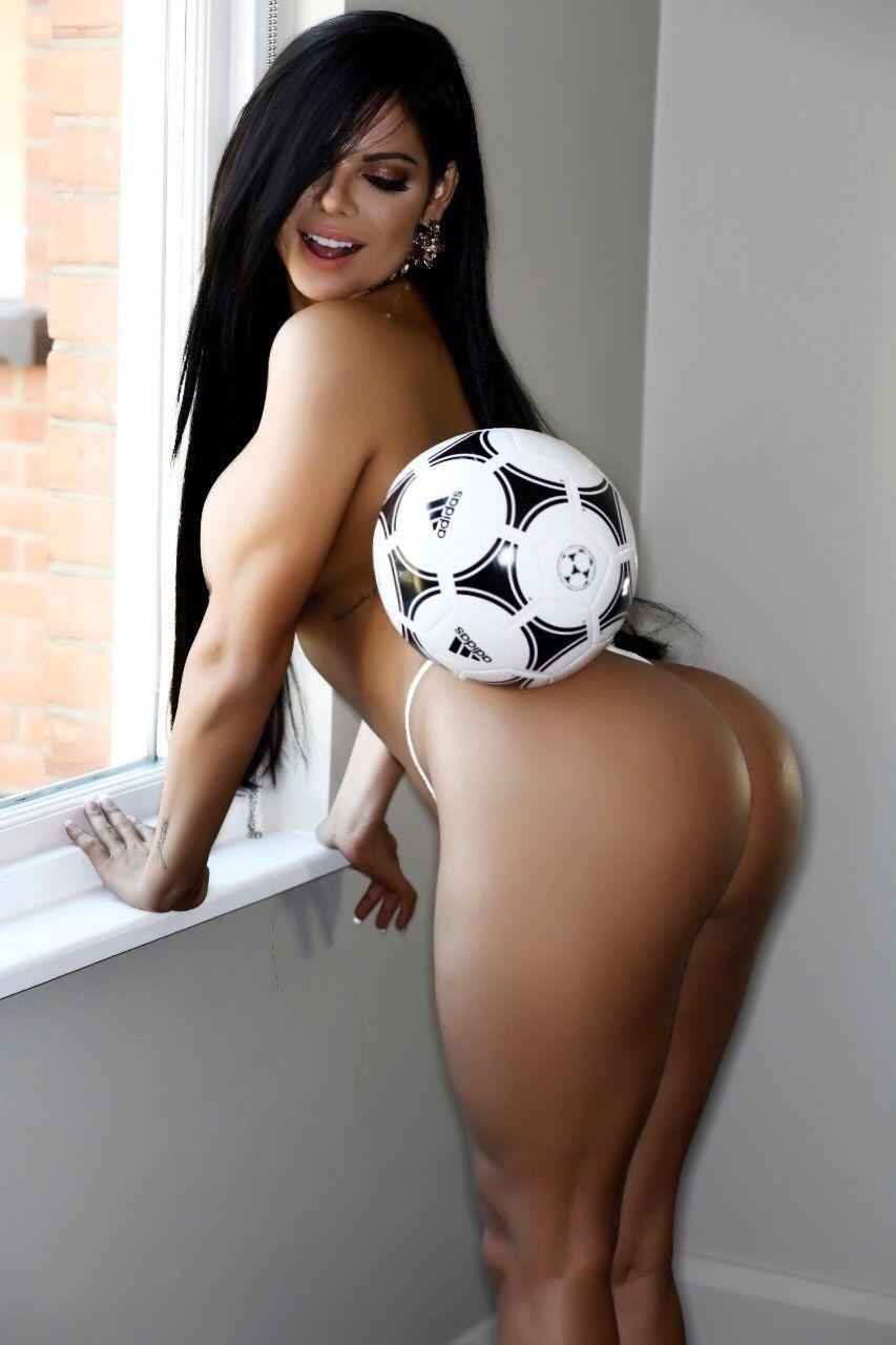 Сьюзи Кортес в фотосессии к Чемпионату мира по футболу 2018