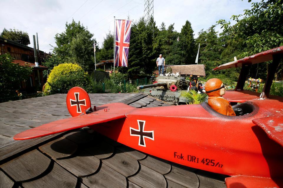 Уехавший в Германию британец превратил свой двор в кусочек родины