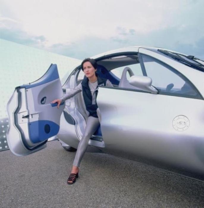 Трехколесный автомобиль Mercedes-Benz F 300 бьет все рекорды