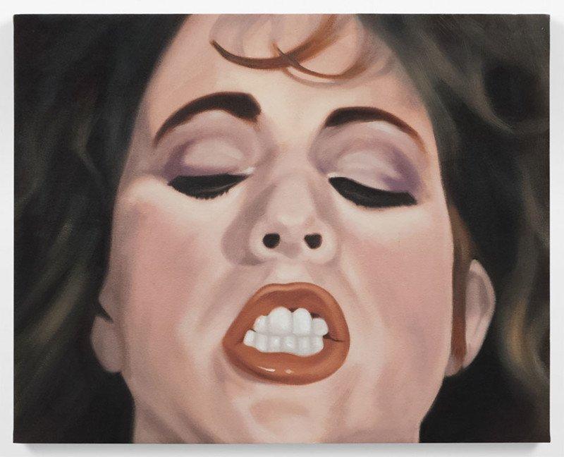 Художник рисует лица женщин из винтажных фильмов для взрослых