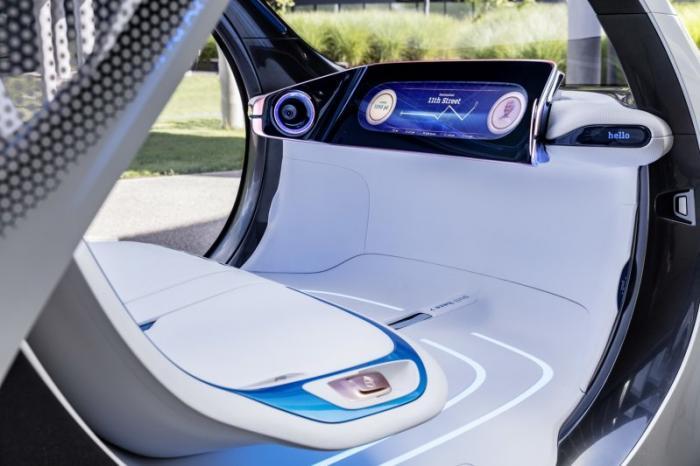 Smart представил городской электрокар без руля и педалей