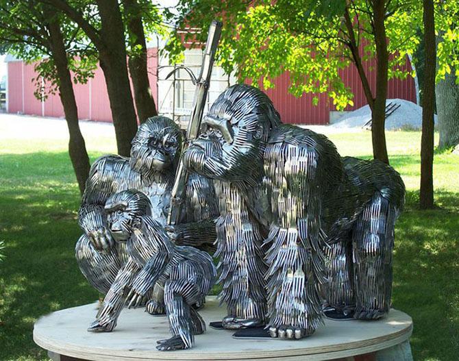 Скульптуры из столовых приборов от Гари Хоуи