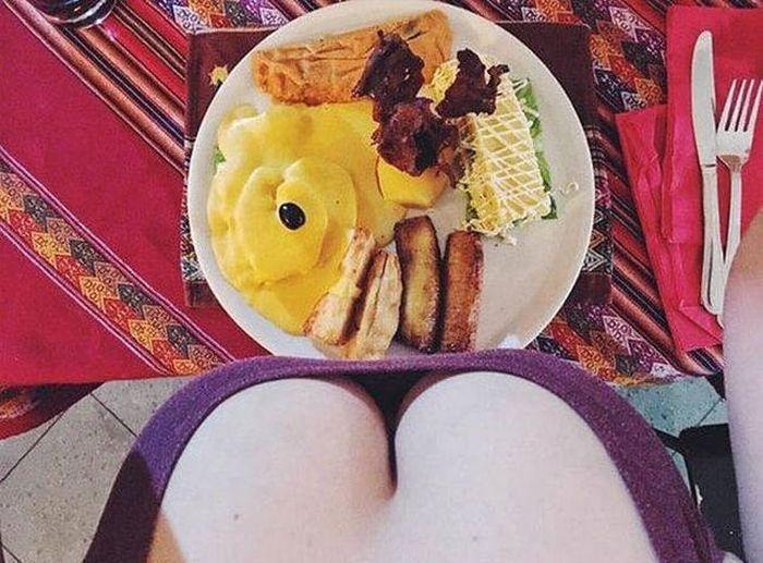 Популярная девушка фуд-блогер и еда