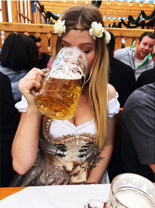 Фестиваль Октоберфест - рай для любителей пива и девушек