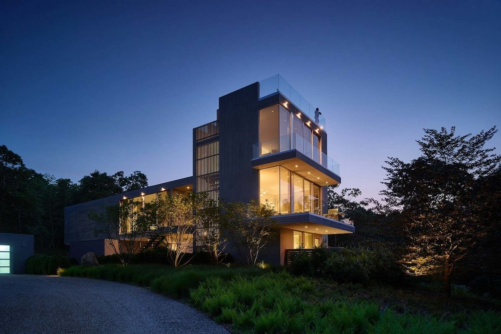 Современный дом с видом на лес в США