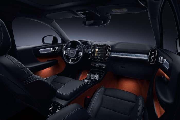 Компактный внедорожник Volvo со стеклянной крышей