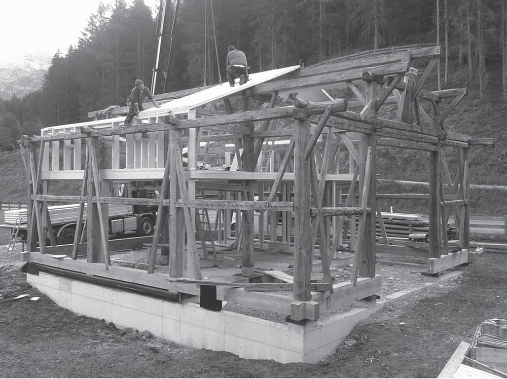 Реконструкция деревянного 150-летнего сарая в Австрии
