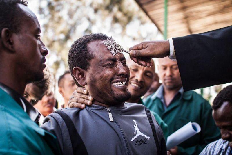 Христианские священники из Эфиопии изгоняют бесов