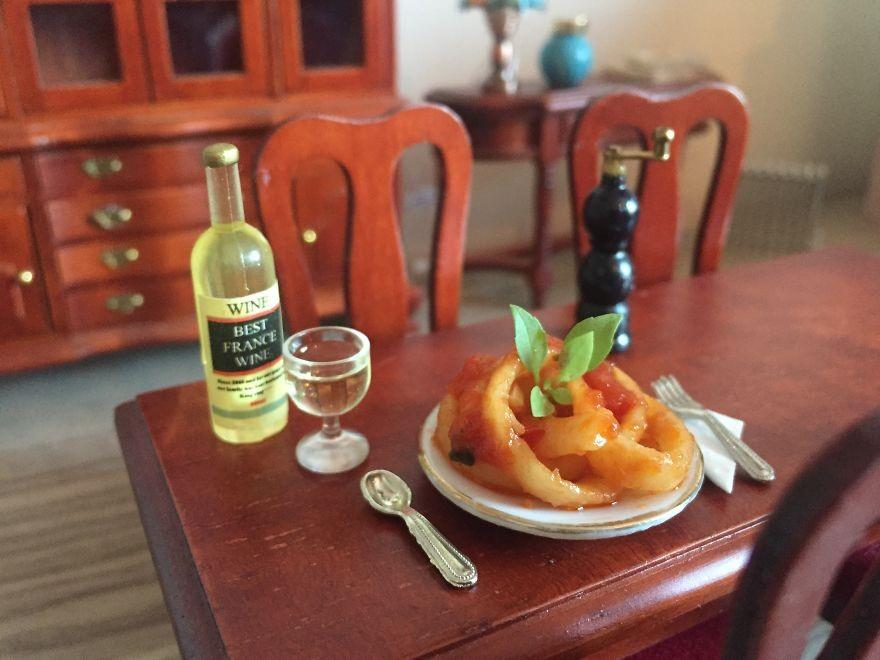 Миниатюрная кухня с настоящими блюдами