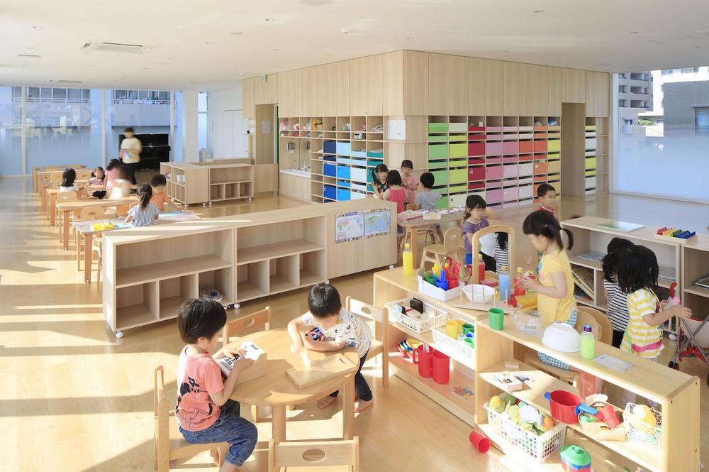 Яркий фасад детского сада в Японии
