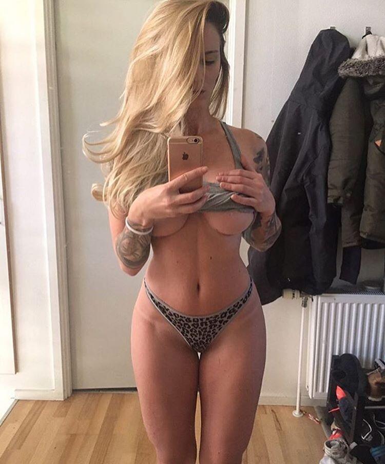 Красивые девушки и их underboob засветы