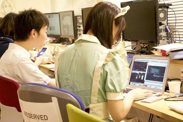 Горничные преподают программирование в Японии
