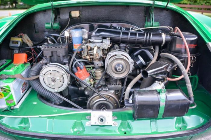 Karmann Ghia 1974 - спортивный автомобиль на шасси Жука