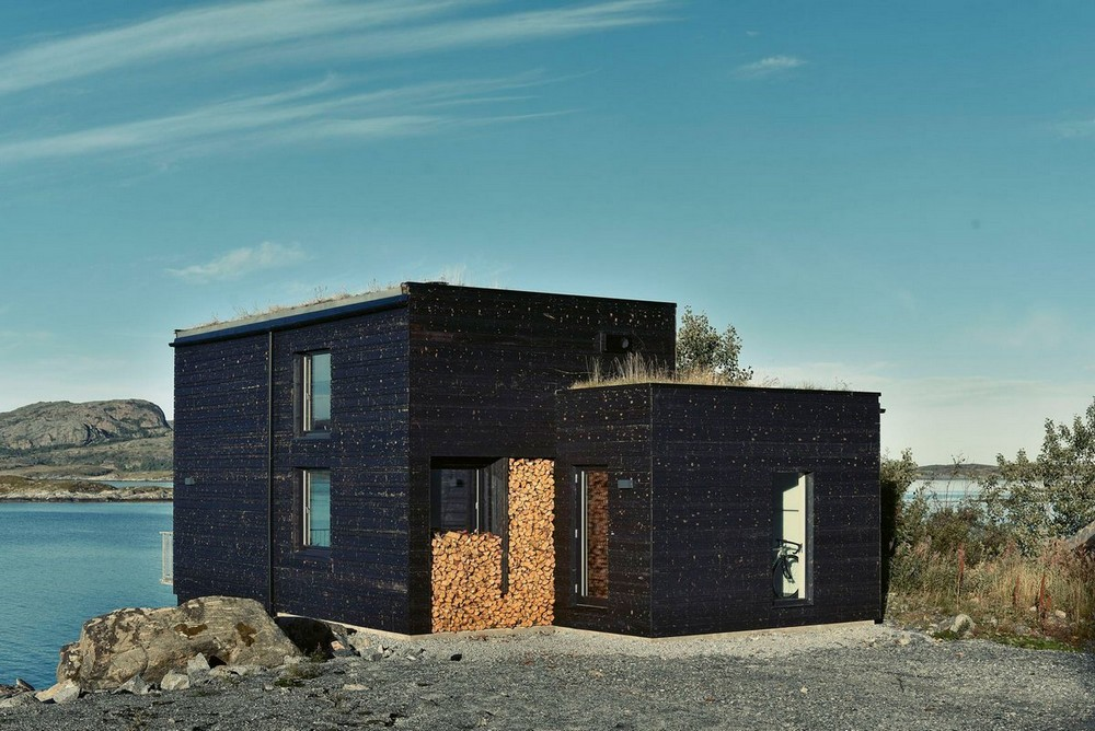 Дом на острове у побережья Норвегии