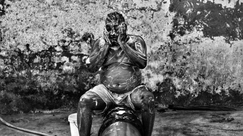 Черная работа индийских коммунальщиков