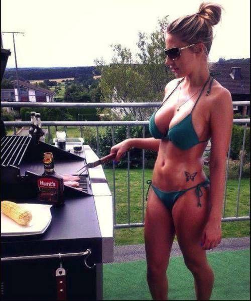 Красивые девушки и барбекю