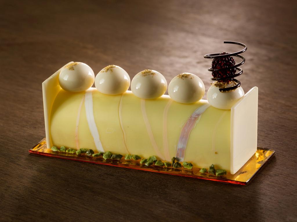 Стеклянные и фарфоровые десерты от Shayna Leib