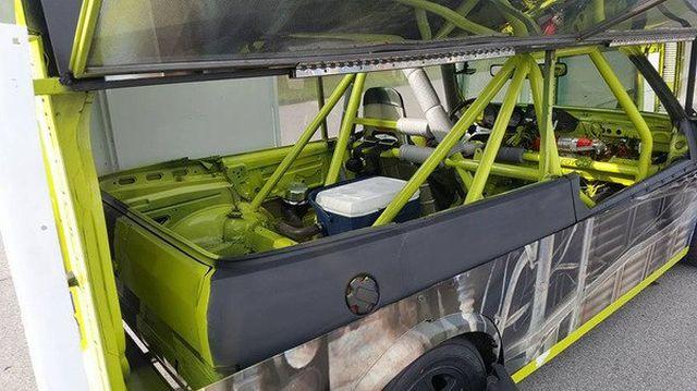 Volkswagen T2, который ездит на боку