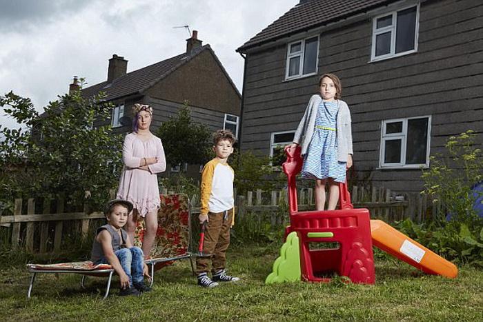 Без школы и запретов воспитывают детей в нестандартной английской семье