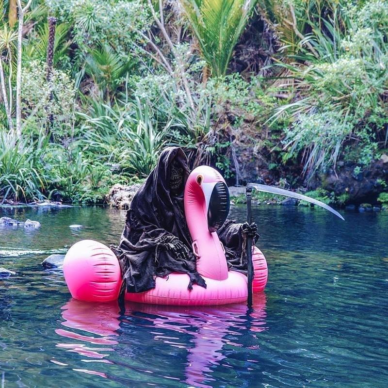 Смерть с косой напоминает: будьте осторожны в воде!