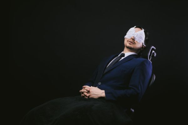 Лифчики для глаз уставших после работы мужчин