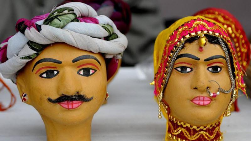 Беззаботные индийцы проводят Фестиваль народных ремесел