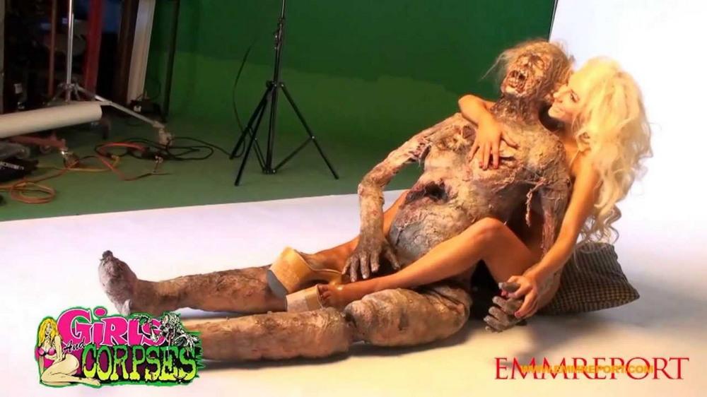 Эротический журнал для фанатов зомби Girls and Corpses