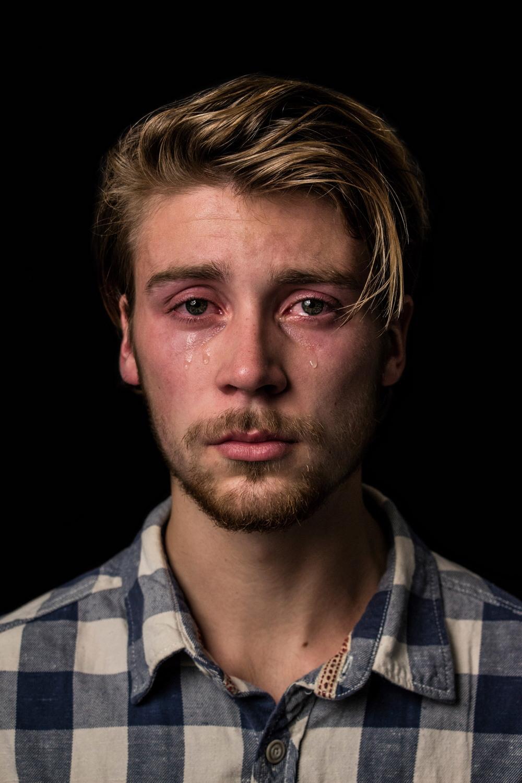 Мужчины тоже плачут